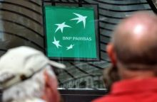 People walk in front of the entrance of a French bank BNP Paribas on June 24, 2014 in Lille, northern France. AFP PHOTO / PHILIPPE HUGUEN